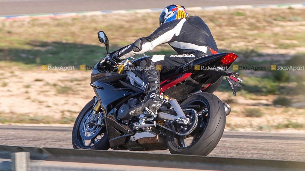 Sportbike Triumph Daytona 765 chay thu nghiem, cho ngay ra mat hinh anh 5