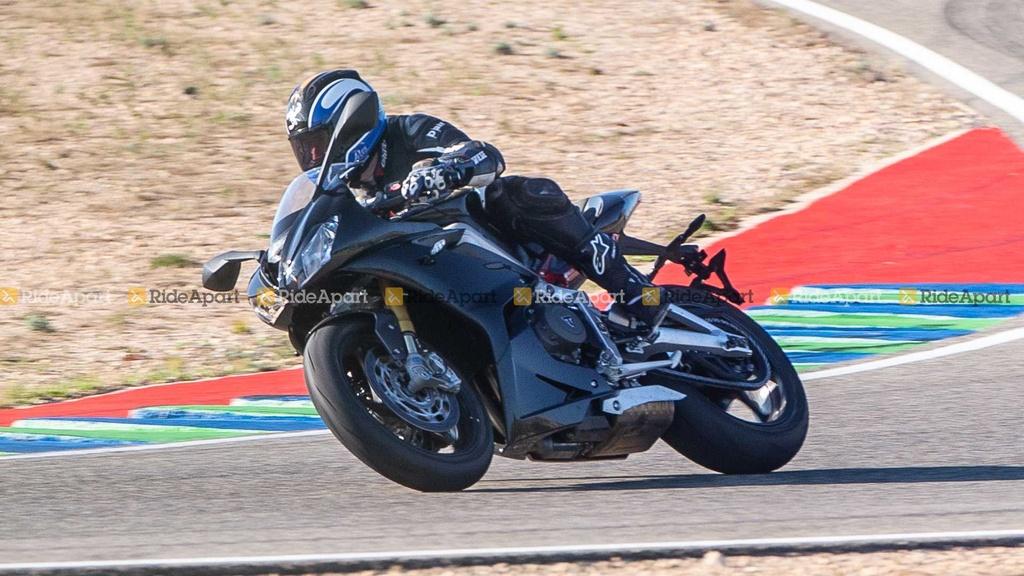 Sportbike Triumph Daytona 765 chay thu nghiem, cho ngay ra mat hinh anh 4