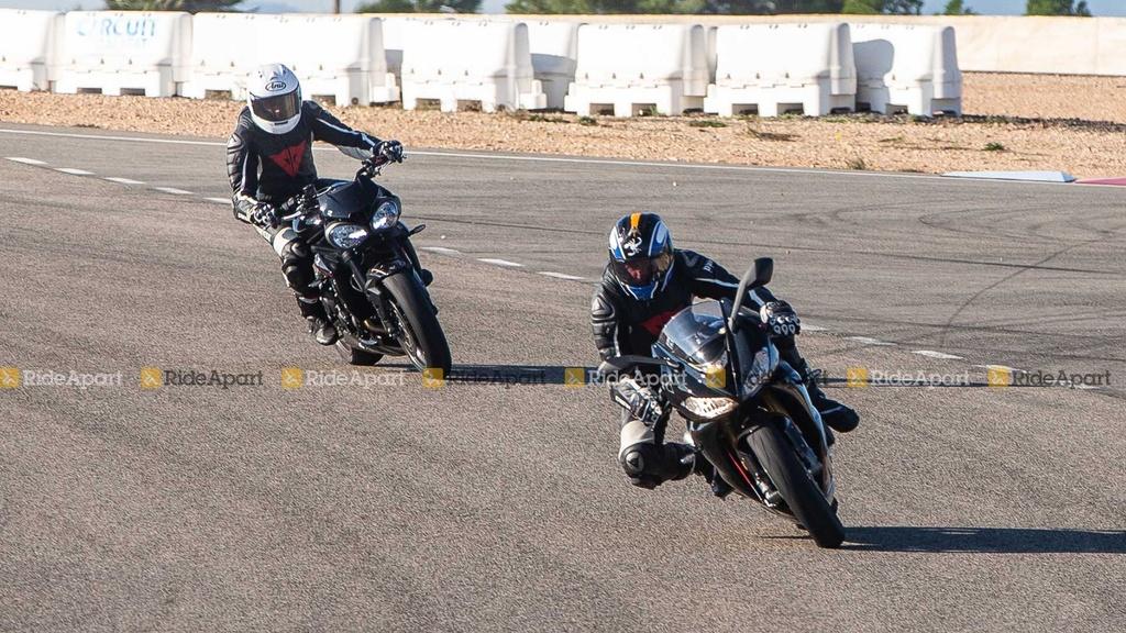 Sportbike Triumph Daytona 765 chay thu nghiem, cho ngay ra mat hinh anh 6