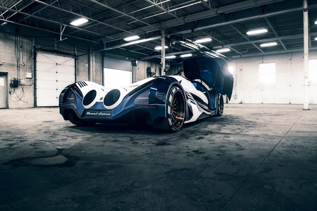 Can canh Ac quy Devel Sixteen manh gap 3 lan Bugatti Chiron hinh anh 3