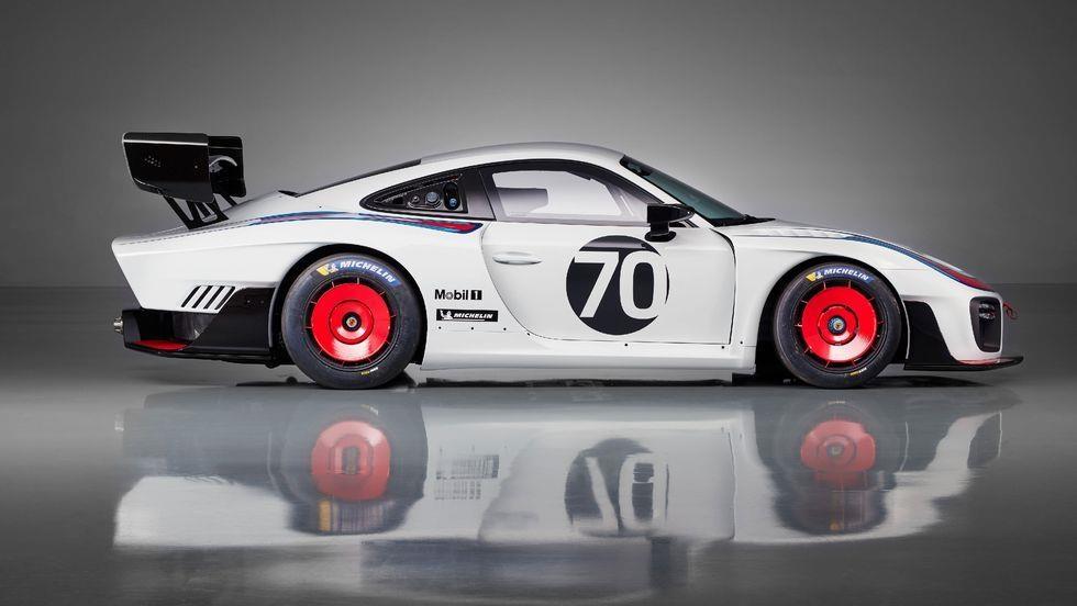 Sieu xe dua Porsche 935 co 7 dien mao moi, gioi han 77 chiec hinh anh 9