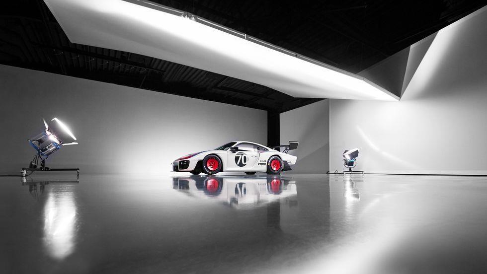 Sieu xe dua Porsche 935 co 7 dien mao moi, gioi han 77 chiec hinh anh 11