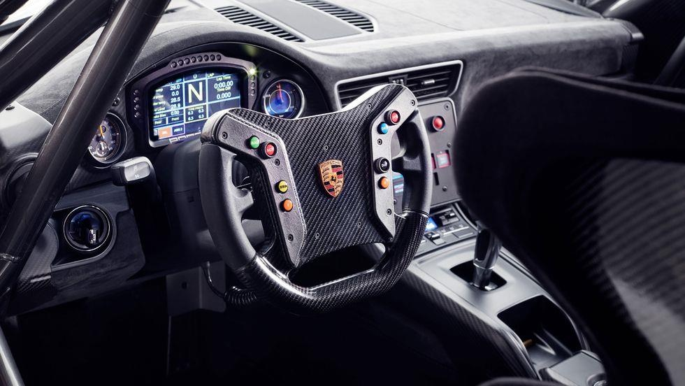 Sieu xe dua Porsche 935 co 7 dien mao moi, gioi han 77 chiec hinh anh 10