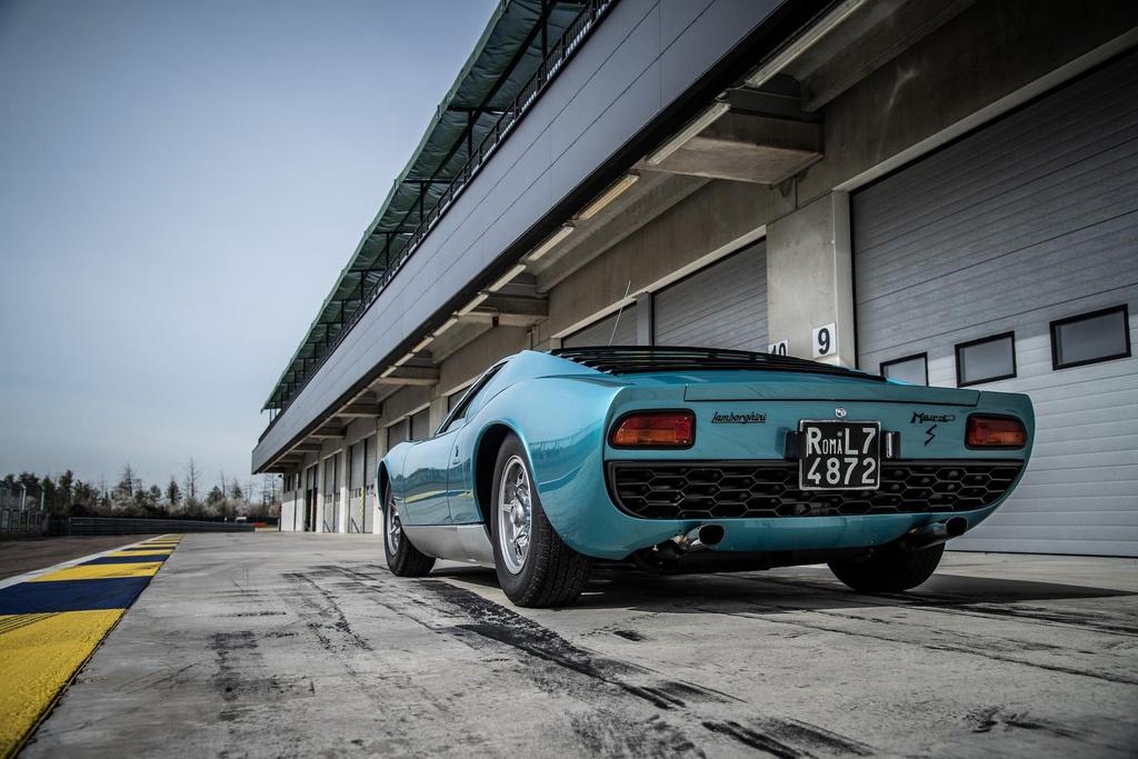 Sieu xe Lamborghini Miura doi 1971 hoi sinh nhu moi hinh anh 6