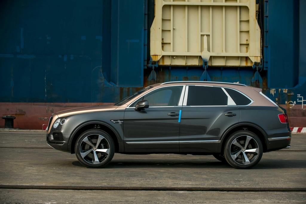 Bentley Bentayga V8 ban ky niem 100 nam anh 10