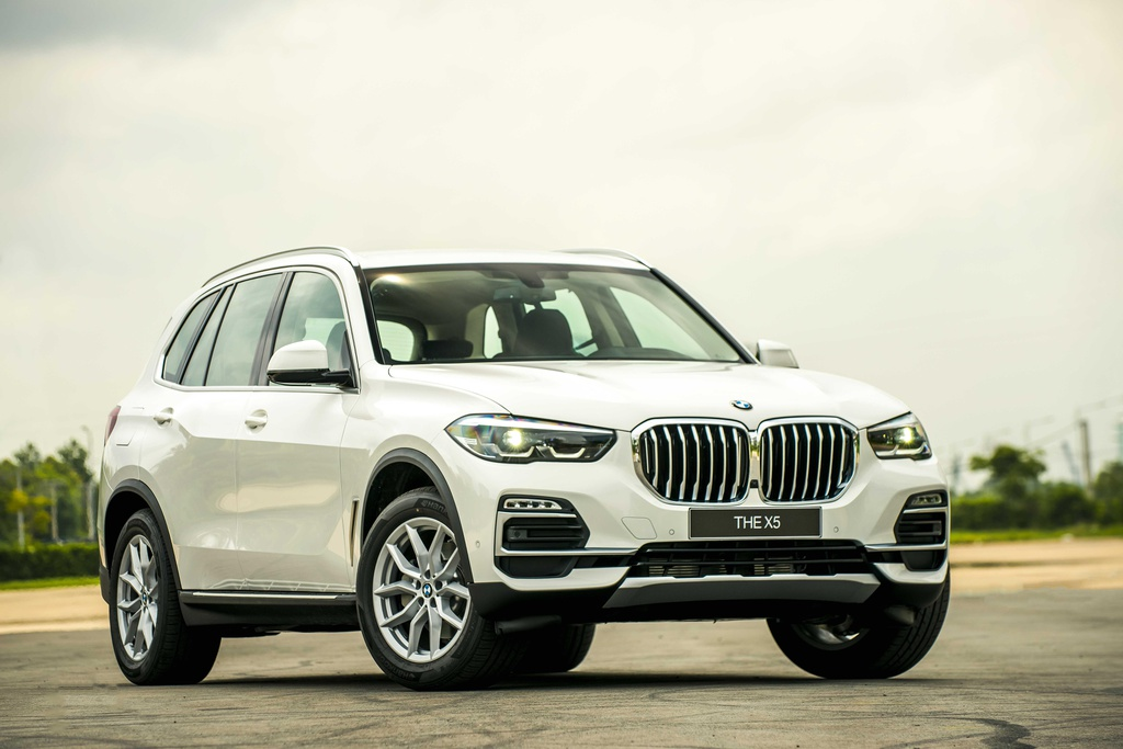BMW X5 vua ra mat tai VN co gi hon Mercedes-Benz GLE? hinh anh 11