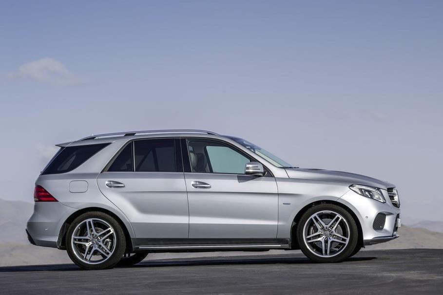 BMW X5 vua ra mat tai VN co gi hon Mercedes-Benz GLE? hinh anh 4