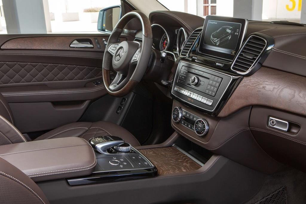 BMW X5 vua ra mat tai VN co gi hon Mercedes-Benz GLE? hinh anh 10