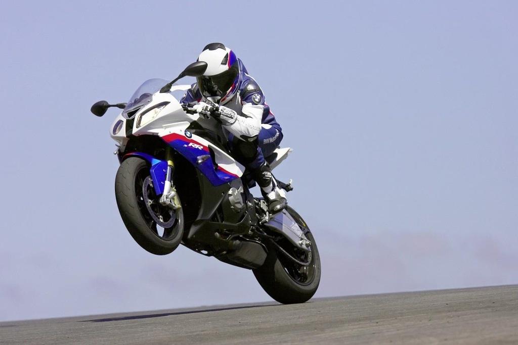 BMW S1000RR, Kawasaki H2 va nhung sieu moto mang tinh bieu tuong hinh anh 7
