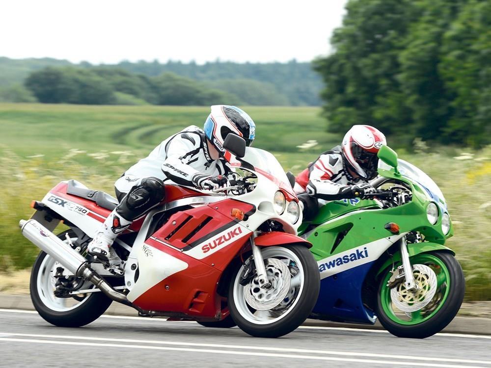 BMW S1000RR, Kawasaki H2 va nhung sieu moto mang tinh bieu tuong hinh anh 10