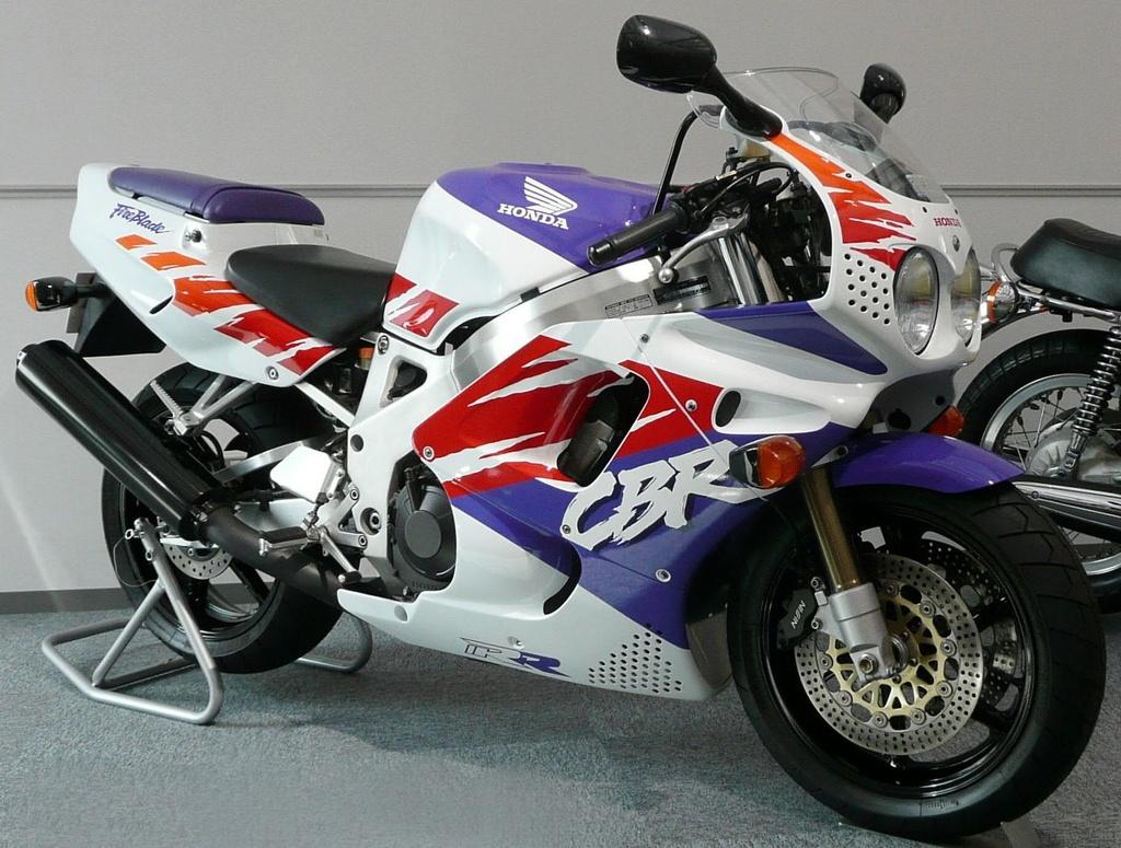 BMW S1000RR, Kawasaki H2 va nhung sieu moto mang tinh bieu tuong hinh anh 5