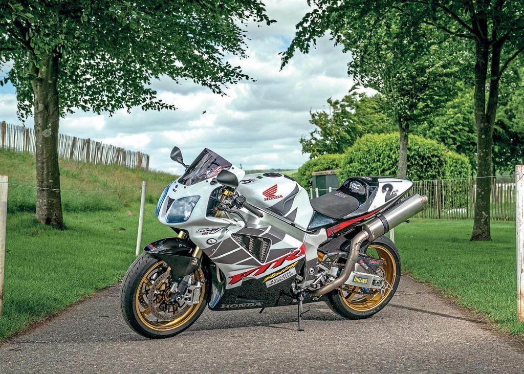 BMW S1000RR, Kawasaki H2 va nhung sieu moto mang tinh bieu tuong hinh anh 8