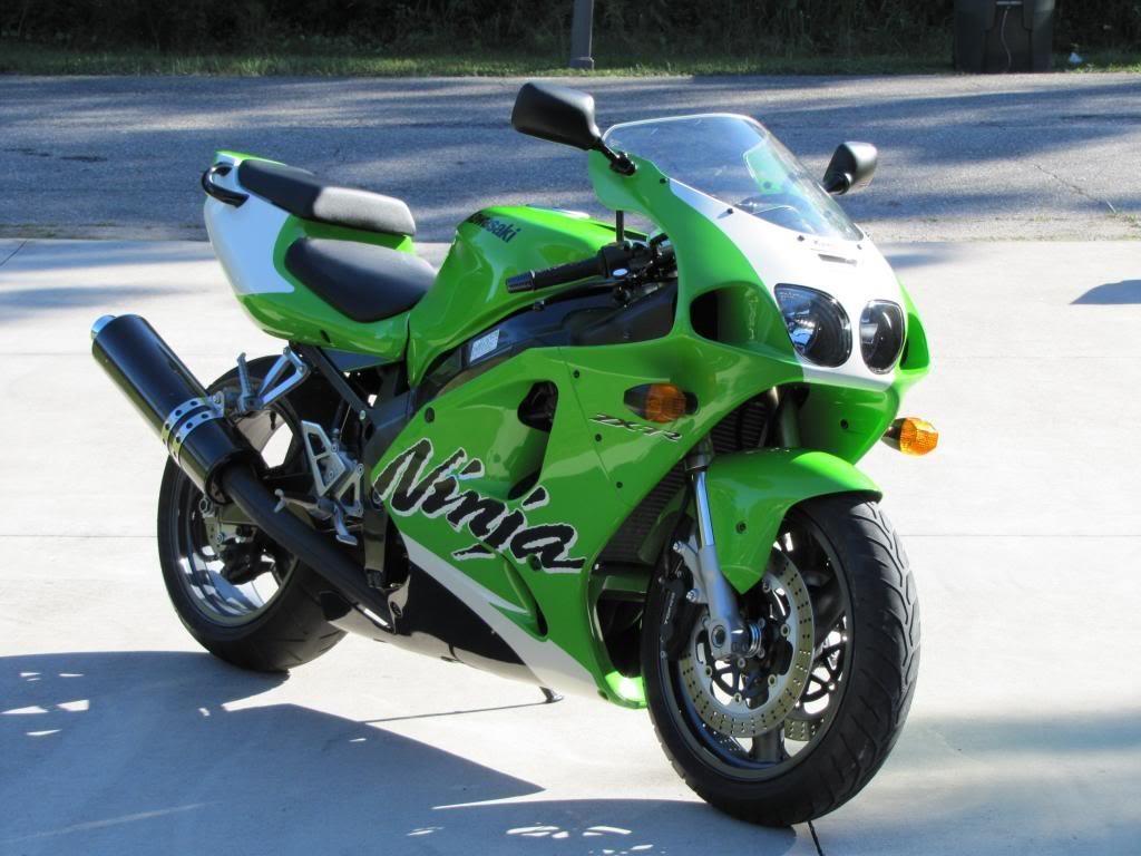 BMW S1000RR, Kawasaki H2 va nhung sieu moto mang tinh bieu tuong hinh anh 4