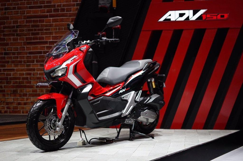 So sanh Honda ADV 150 va Yamaha NVX 155 anh 1