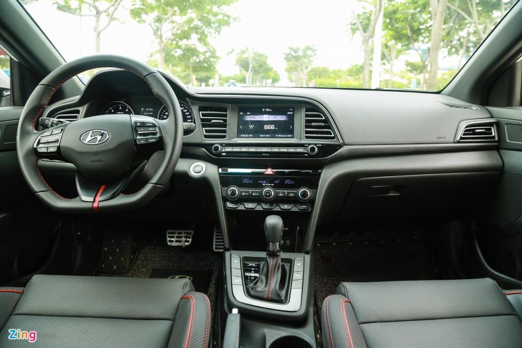So sanh Honda Civic RS va Hyundai Elantra Sport anh 11