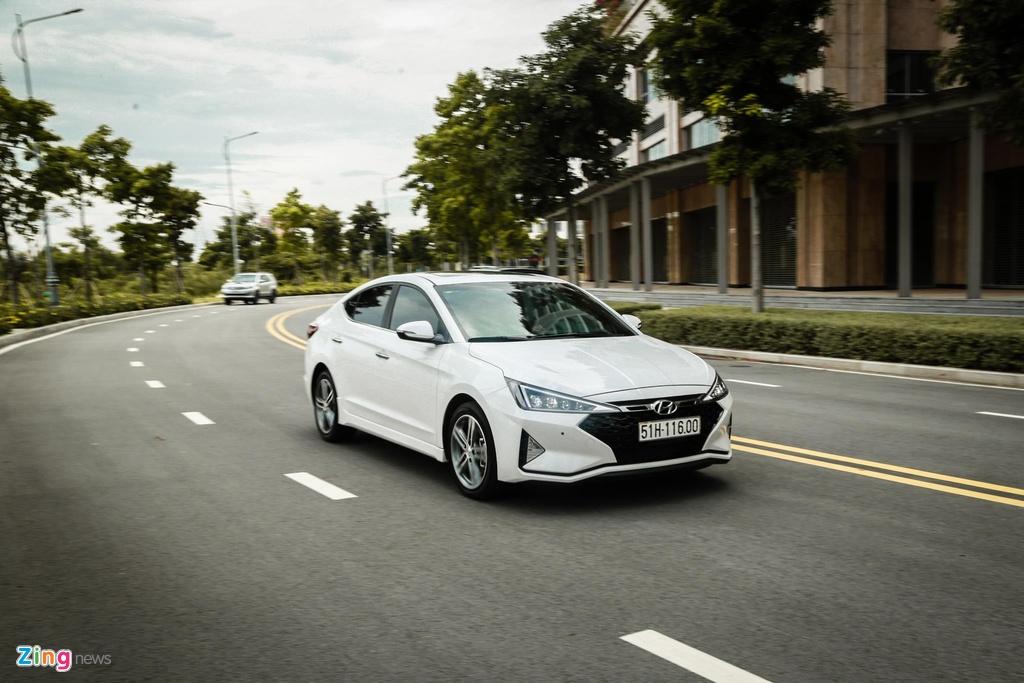 So sanh Honda Civic RS va Hyundai Elantra Sport anh 18