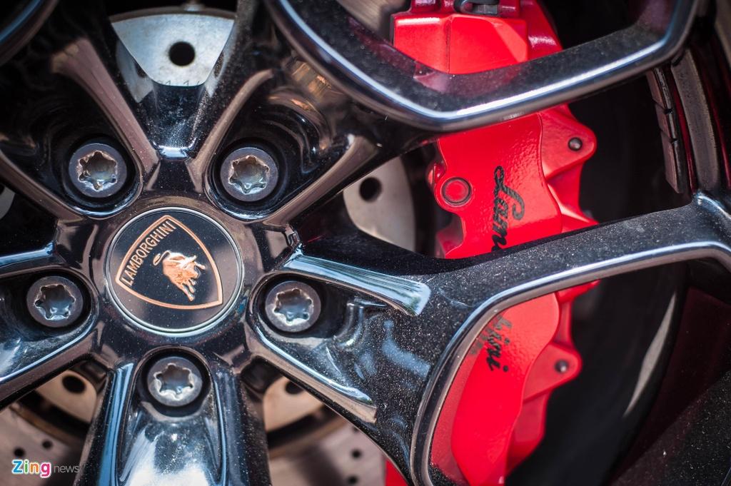 Chi tiet Lamborghini Huracan LP 580-2 chinh hang dau tien o VN anh 11