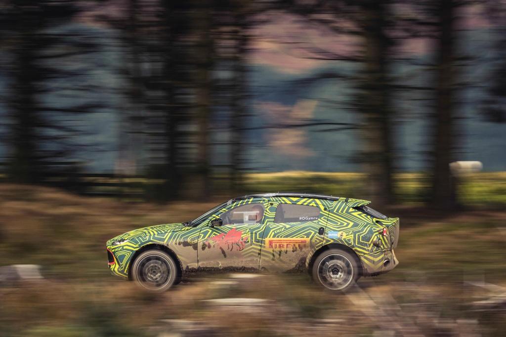 Aston Martin chen chan san xuat SUV, ra mat vao thang 12 hinh anh 8