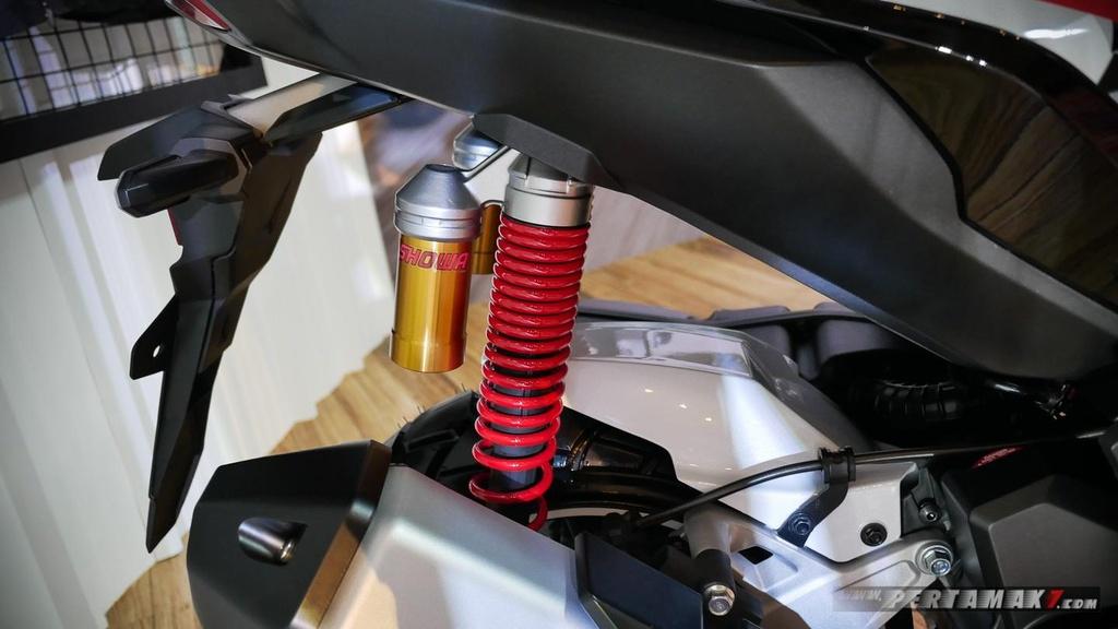 Chiem nguong Honda ADV 150 do theo phong cach Touring hinh anh 5