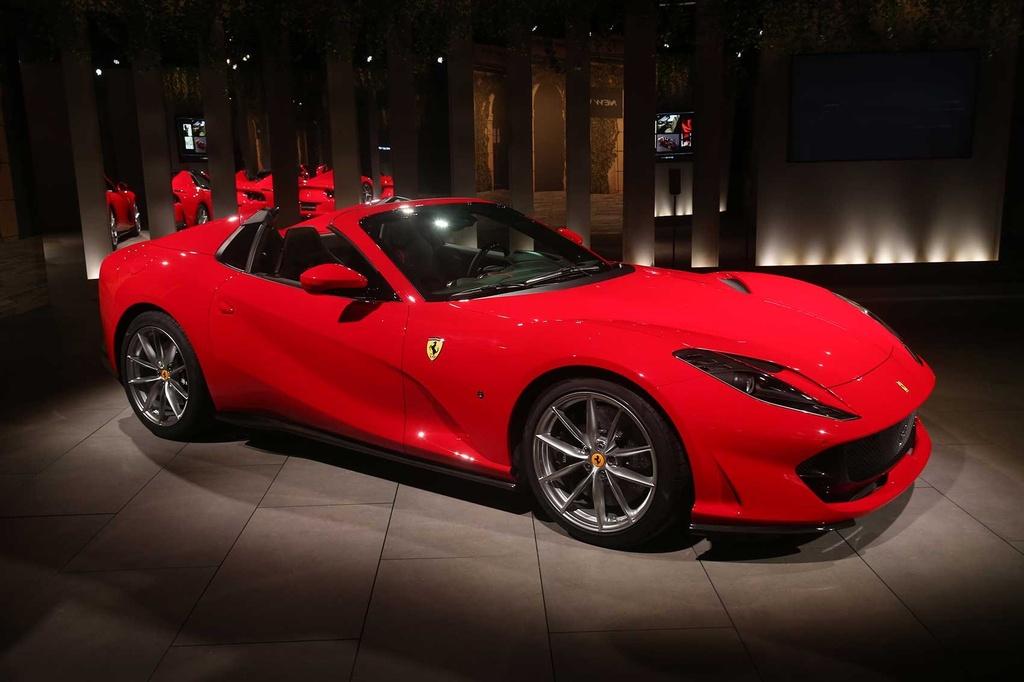 Ferrari 812 GTS ra mat the gioi anh 9
