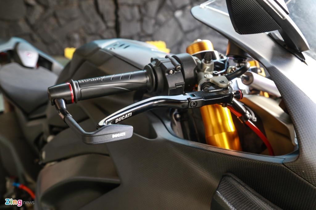 Dan choi Sai Gon bo 800 trieu do Ducati V4 S thanh V4 R full-carbon hinh anh 9