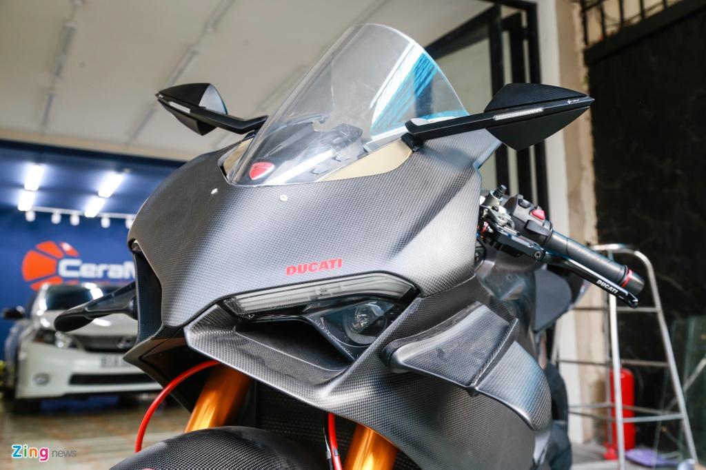 Dan choi Sai Gon bo 800 trieu do Ducati V4 S thanh V4 R full-carbon hinh anh 2