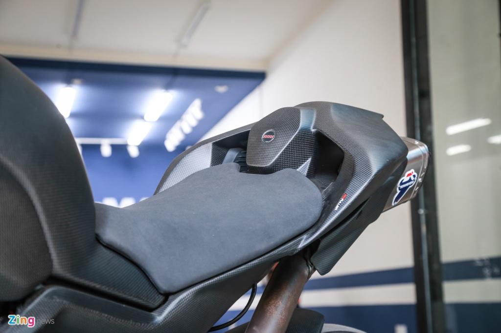 Dan choi Sai Gon bo 800 trieu do Ducati V4 S thanh V4 R full-carbon hinh anh 7
