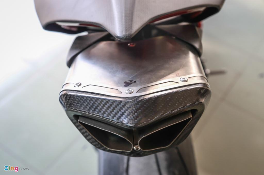 Dan choi Sai Gon bo 800 trieu do Ducati V4 S thanh V4 R full-carbon hinh anh 8