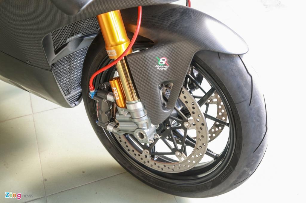 Dan choi Sai Gon bo 800 trieu do Ducati V4 S thanh V4 R full-carbon hinh anh 3