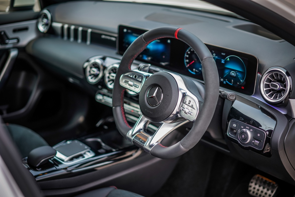 Can canh Mercedes-AMG A 35 sedan vua ra mat DNA, gia hon 83.000 USD hinh anh 9