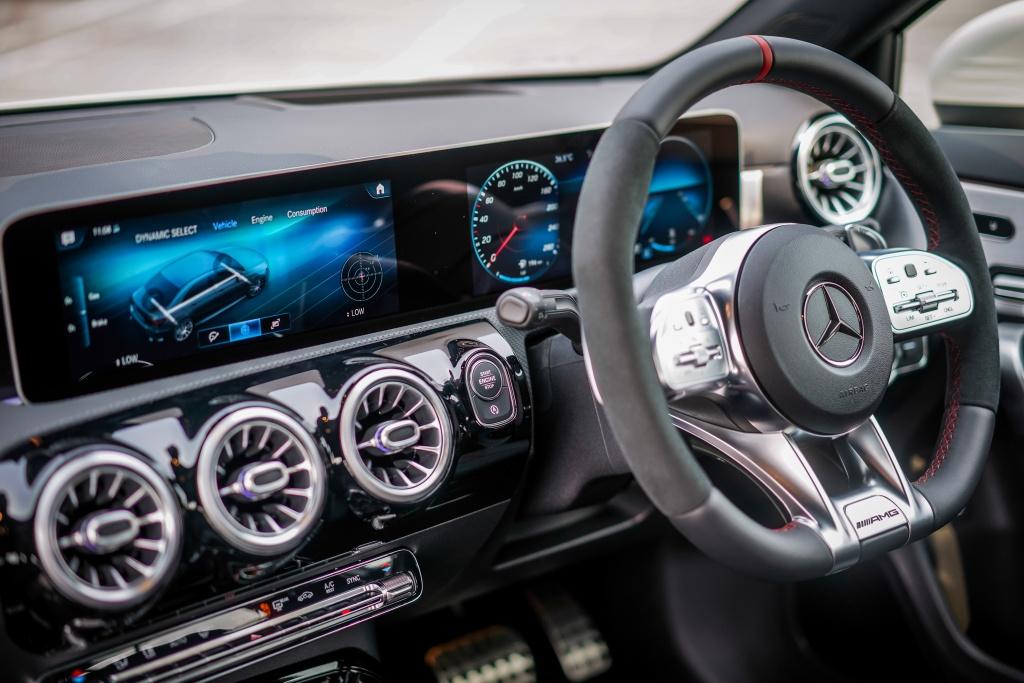 Can canh Mercedes-AMG A 35 sedan vua ra mat DNA, gia hon 83.000 USD hinh anh 11
