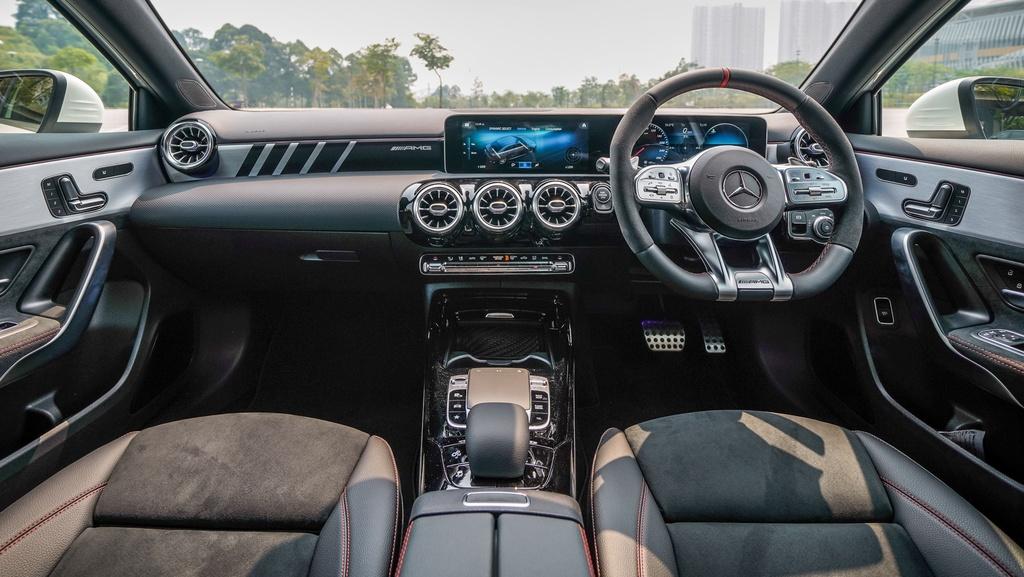 Can canh Mercedes-AMG A 35 sedan vua ra mat DNA, gia hon 83.000 USD hinh anh 10