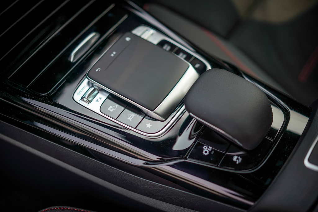 Can canh Mercedes-AMG A 35 sedan vua ra mat DNA, gia hon 83.000 USD hinh anh 14