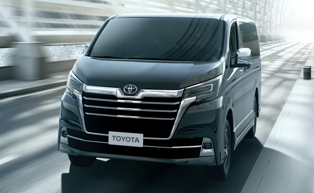 Toyota GranAce sap ra mat anh 4