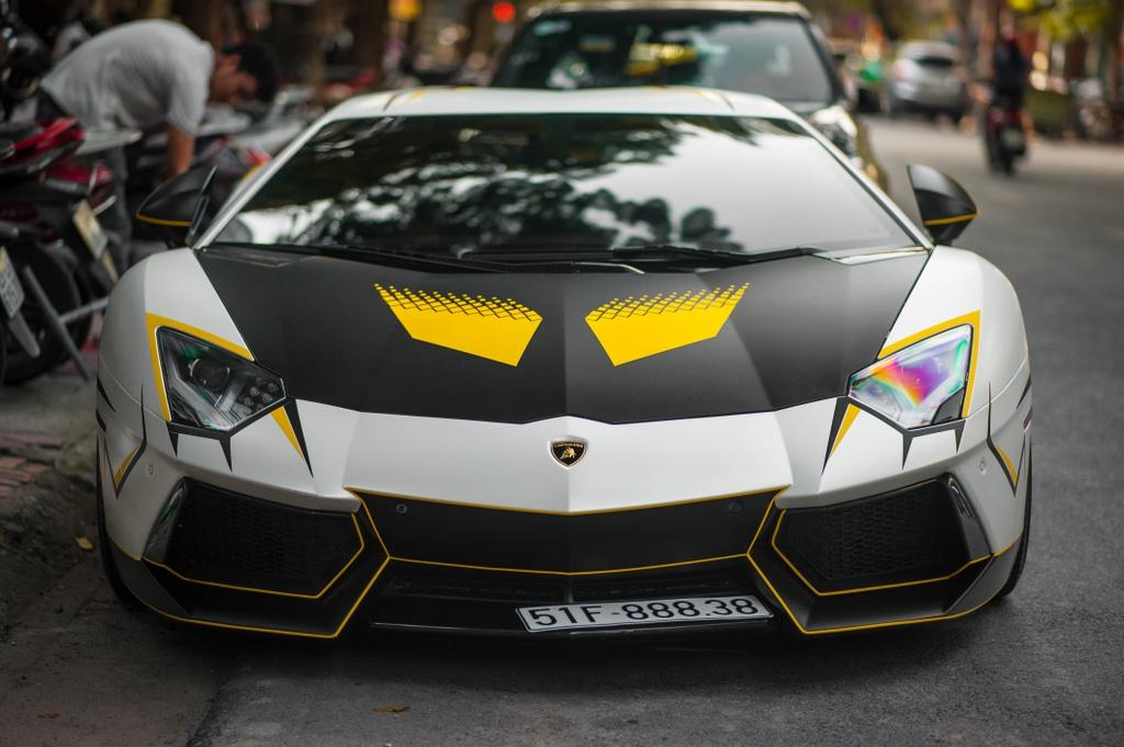 Lamborghini Aventador do ong xa khung, lot xac voi decal moi hinh anh 3