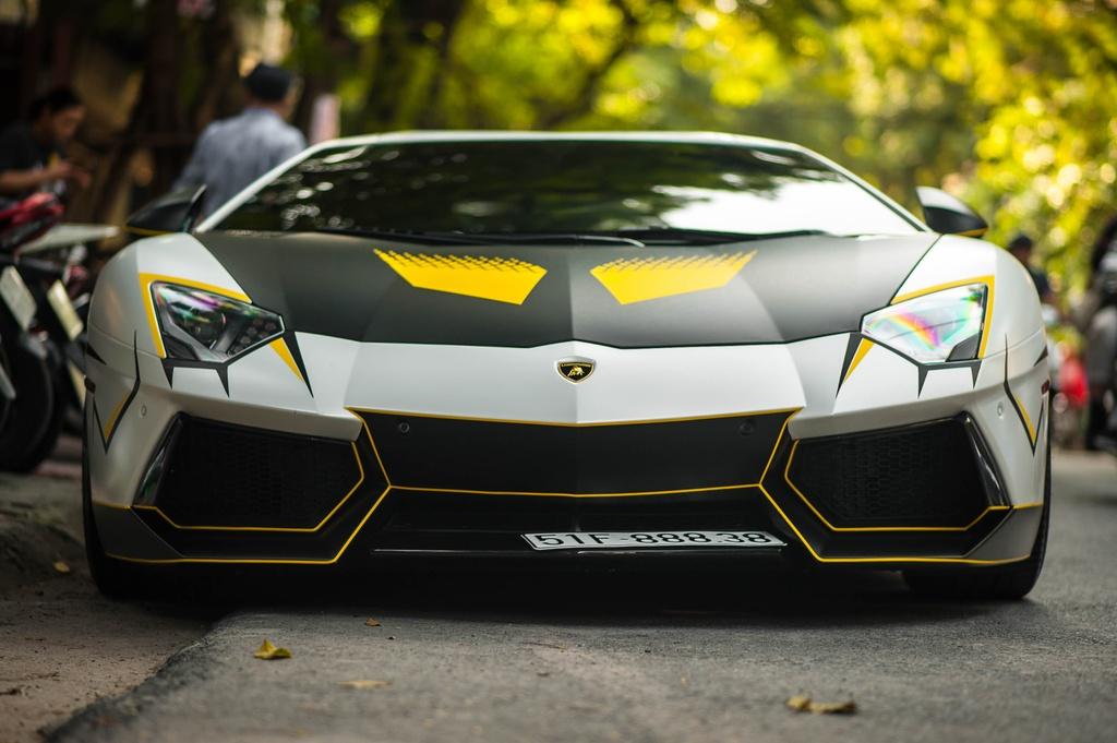 Lamborghini Aventador do ong xa khung, lot xac voi decal moi hinh anh 9