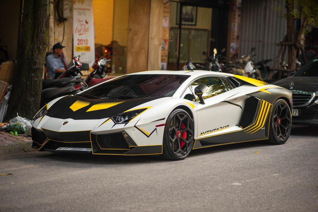 Lamborghini Aventador do ong xa khung, lot xac voi decal moi hinh anh 10