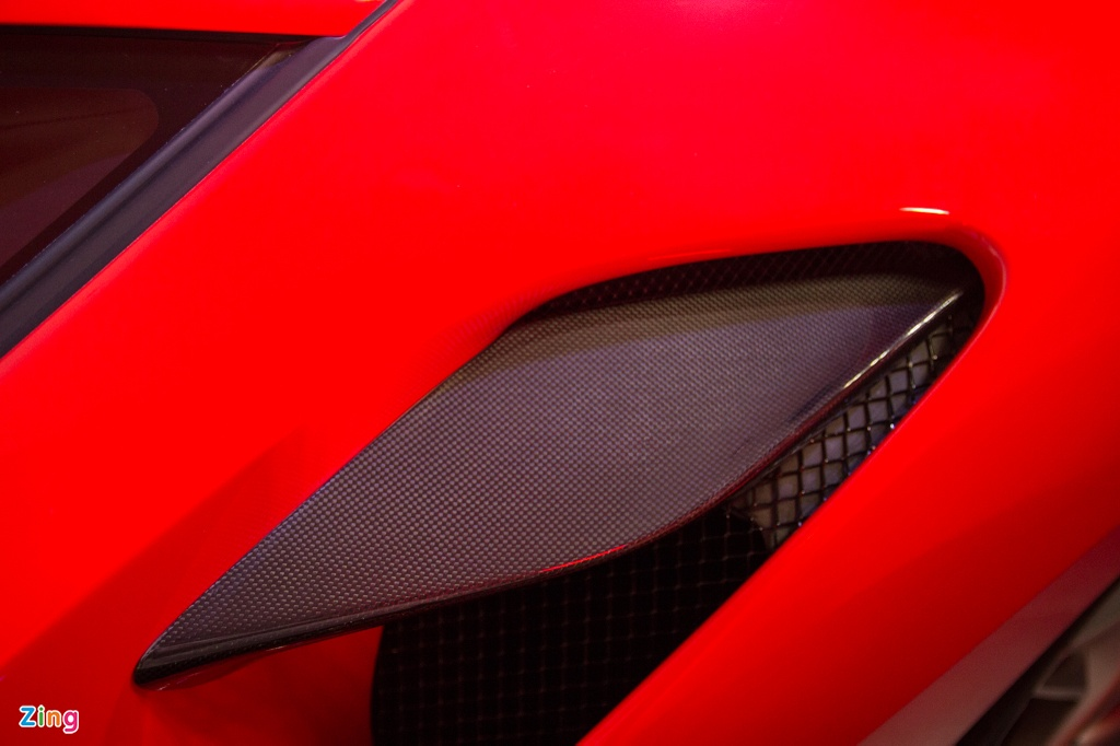 Sieu xe Ferrari F8 Tributo dau tien xuat hien tai Viet Nam hinh anh 6