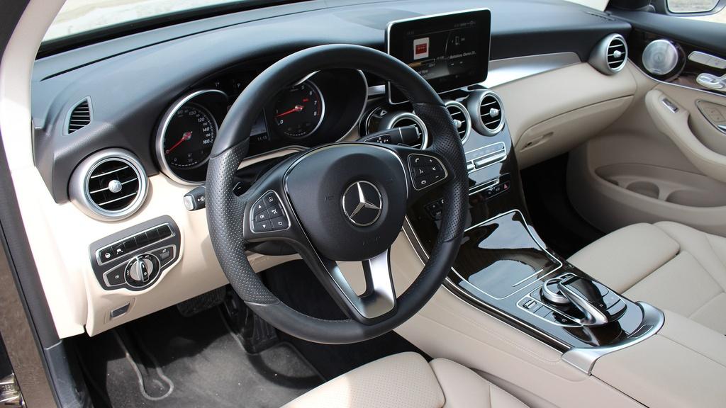 Mercedes GLC 300 2020 moi ra mat khac gi so voi the he cu? hinh anh 6 2016_mercedes_benz_glc300_4matic_review_11_.jpg