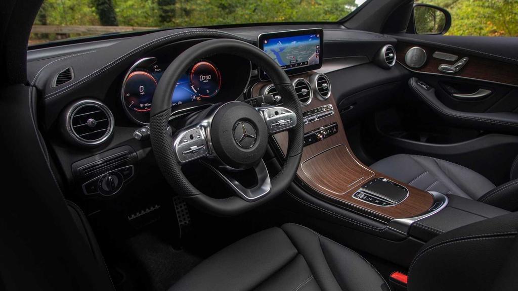 Mercedes GLC 300 2020 moi ra mat khac gi so voi the he cu? hinh anh 5 2020_mercedes_benz_glc_300_first_drive_17_.jpg