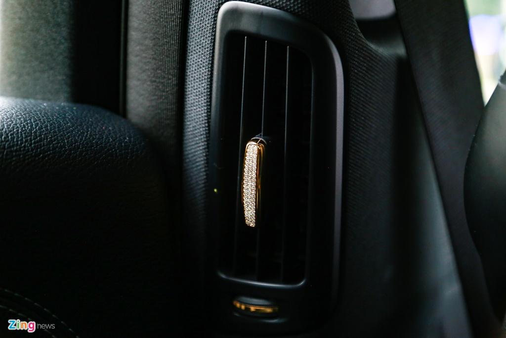 Mercedes-Benz E 300 AMG ma vang dinh kim cuong anh 18