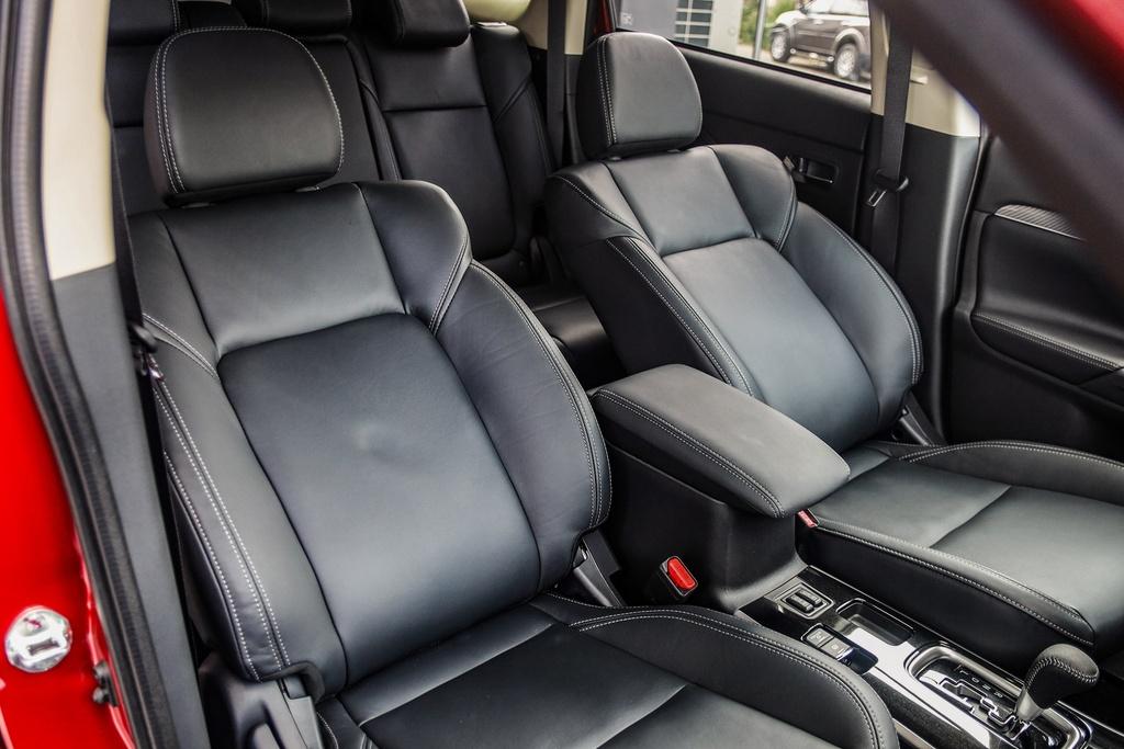 Mitsubishi Outlander 2020 ra mat VN - them tinh nang, gia tang nhe hinh anh 13 Outlander_2020_10.jpg