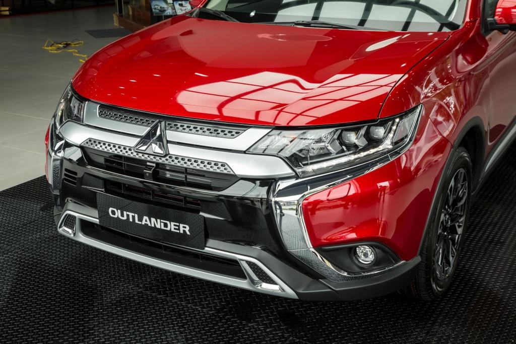 Mitsubishi Outlander 2020 ra mat VN - them tinh nang, gia tang nhe hinh anh 3 Outlander_2020_43.jpg