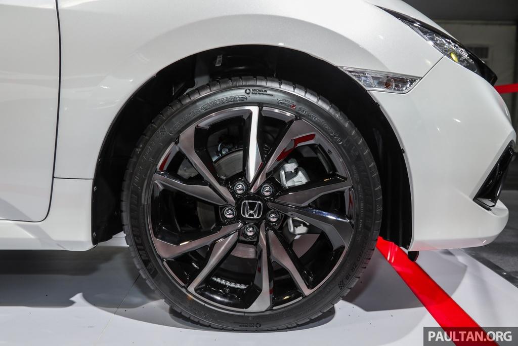 Honda Civic 2020 nang cap kieu dang, them trang bi an toan hinh anh 7 Honda_Civic_Facelift_with_Honda_Sensing_Preview_Ext_16.jpg