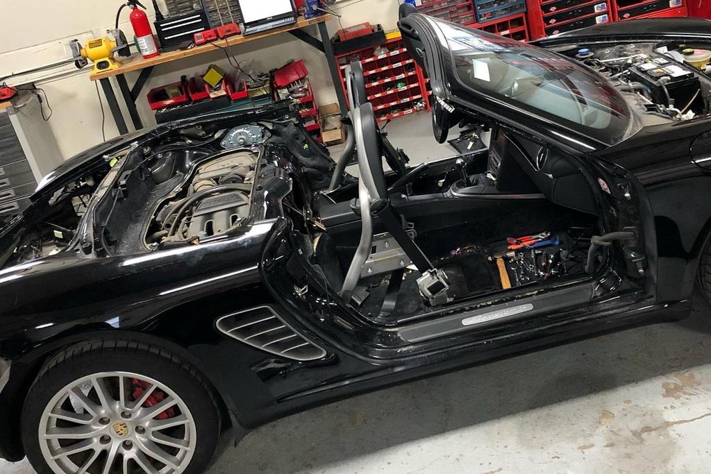 Tho do bien Porsche Boxster thanh sieu xe trieu USD hinh anh 6 705554.jpg