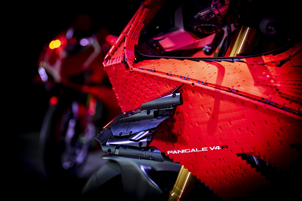 Mo hinh Lego Ducati Panigale V4R ty le that anh 9