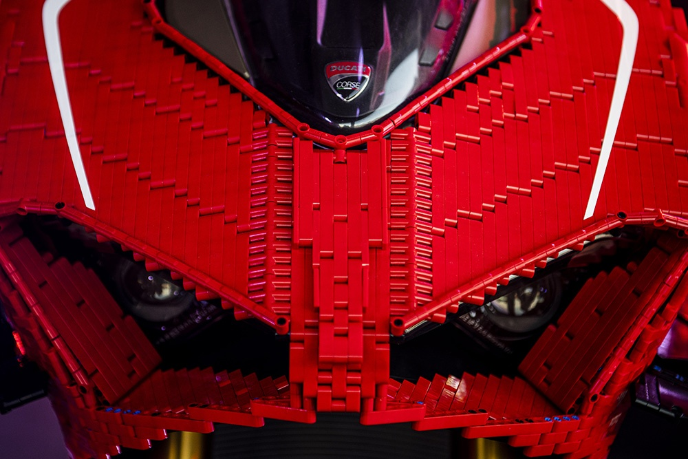 Mo hinh Lego Ducati Panigale V4R ty le that anh 4