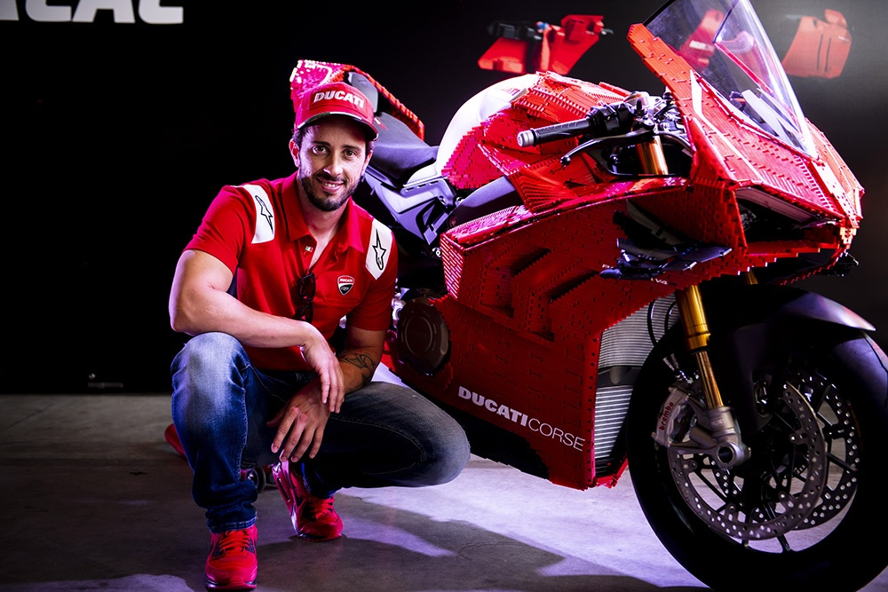 Mo hinh Lego Ducati Panigale V4R ty le that anh 8