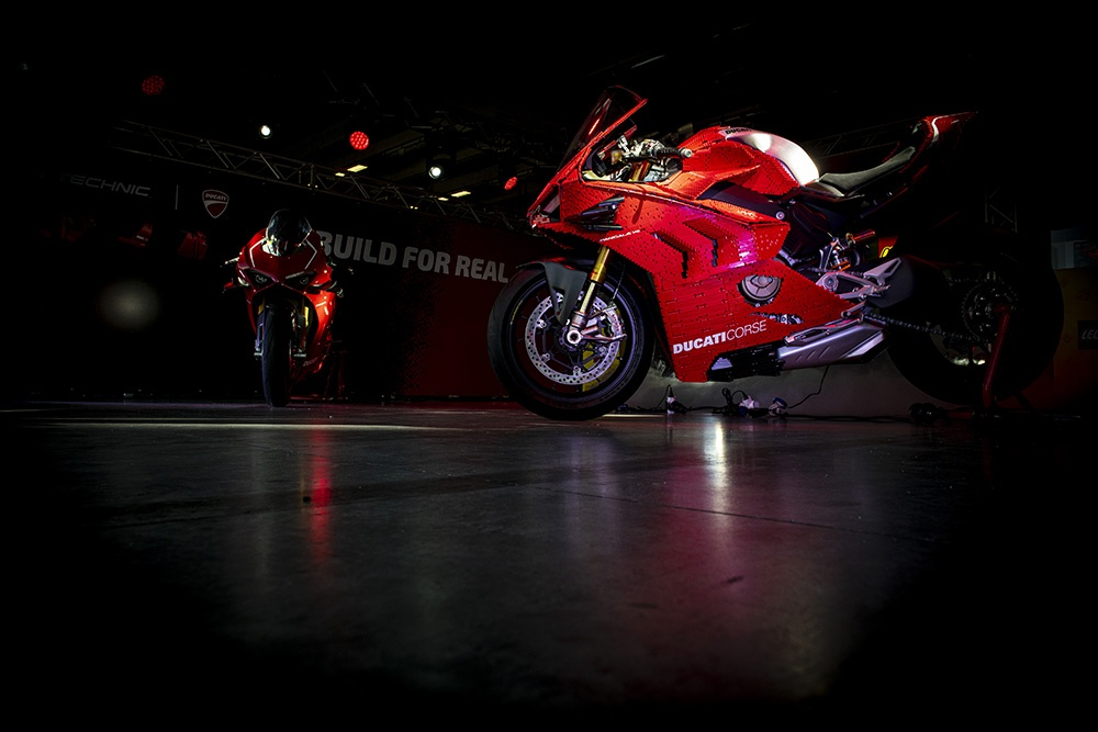 Mo hinh Lego Ducati Panigale V4R ty le that anh 5