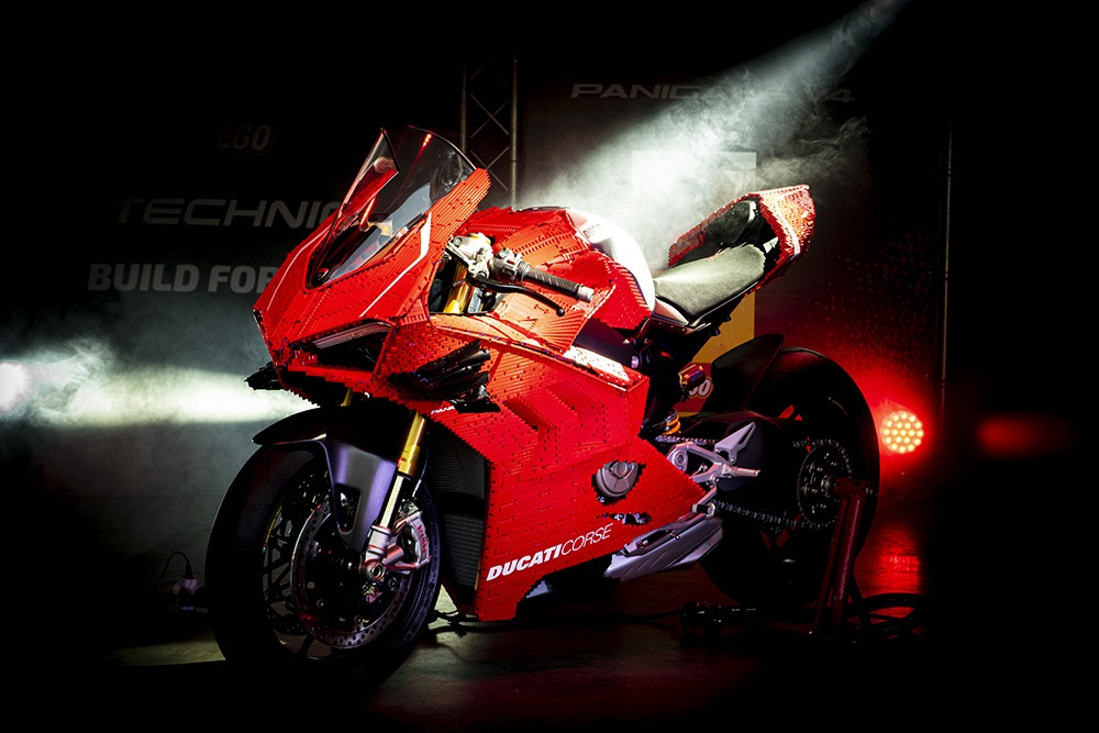 Mo hinh Lego Ducati Panigale V4R ty le that anh 2